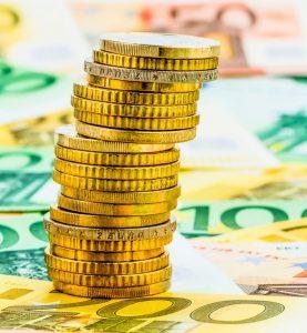 Einzelner Stapel Geldmünzen, Symbolfoto für Finanzplanung, Geldanlage, Investitionen